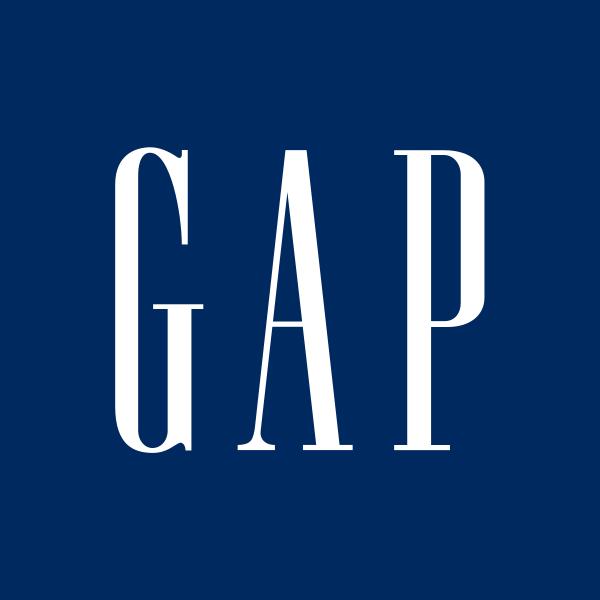 """Đến năm 1973, Gap có 25 cửa hàng trên khắp nước Mỹ và mở rộng sang Bờ Đông. Cửa hàng trở thành đồng nghĩa với những tác phẩm kinh điển của Mỹ, như quần jeans và áo phông xanh. Năm 1976, Gap chính thức """"lên sàn""""."""