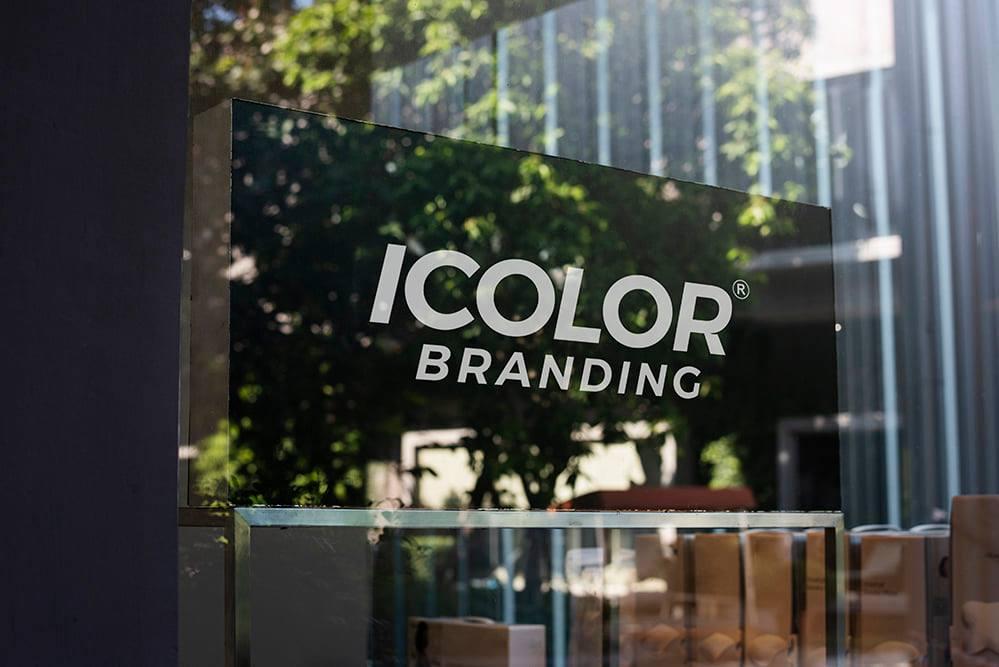 Có thể xác định được rõ ràng rằng, thương hiệu đã có sự thay đổi trong những nét tính cách cơ bản hay những định hướng chiến lược ban đầu đang gặp phải hiểu lầm từ phía khách hàng? Câu hỏi đầu tiên liên quan đến việc thương hiệu đó định nghĩa bản thân ra sao. Câu hỏi thứ hai nói về việc thương hiệu đó thể hiện bản thân với khách hàng như thế nào.