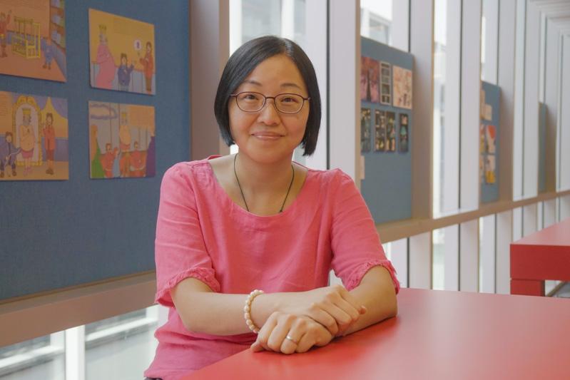 Chủ nhiệm ngành Quản trị doanh nghiệp thời trang Đại học RMIT, Tiến sĩ Nina Yiu cho biết các thương hiệu thời trang có thể tận dụng sự ra đời của công nghệ mới như tạo mẫu kỹ thuật số, tạo hình ảnh và các hình thức sản xuất kỹ thuật số liên quan khác.